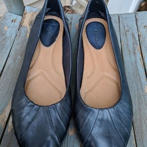 Earth Admiral Blue Leather Flats Shoes Size 10B